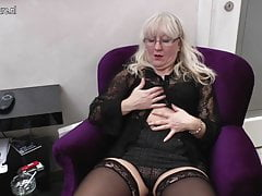 Mature mom and teacher fucks her pussy and ass