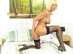 Sexy old slag fucks her pussy with pleasure beads
