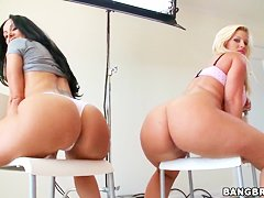 Ava Addams and Julie Cash teases with huge assses