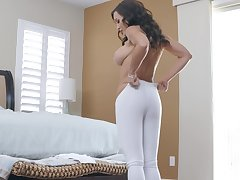 Bombshell sporty MILF whore Lisa Ann gets cum after an arse fuck