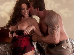 Mismanage long haired MILF Victoria Valentino rides like a nympho