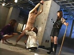 Three japanese mean girls destroy a guy's balls