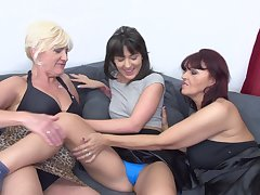 Homo adult amateur threesome with Evita S. plus Petunia