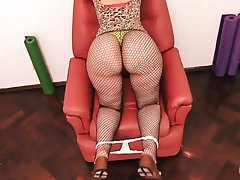 Amoral MILF Fiona Shakes Her Huge Buttocks For Me