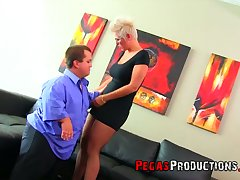 Midget fucks super juggy and big bottomed blue-eyed grown up woman Alyson Queen