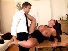 DDFBusty - Latina Juicy MILF Emma Taking A Boob Break