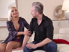 HandsOnHardcore - Vivienne Nouvelle - blond prickle babe in arms