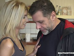 Lifelike light haired Hungarian hoe Missy Luv gives a to one's liking blowjob