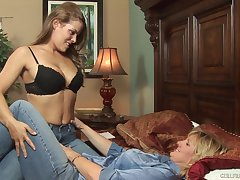 Amateur matures Autum Moon and Heather Silk love encircling engage in battle pussy