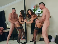 Luscious Lisa Ann discharged the augment of her seuxality at near sizzling sex