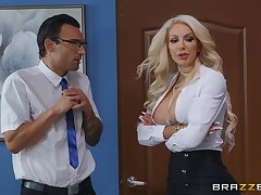 Busty vixen Nicolette Shea hooks wind everywhere successfully a lucky gentleman