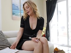 After talking more say no to hubby heavens the phone horny MILF Mona Wales goes solo
