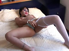 Horseshit hungry Latina floosie gets her mouth and pussy poked with toys