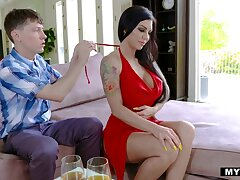 Tattooed low-spirited brunette Melissa Lynn bows to give a sensual blowjob